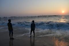 Two boys on the beach (yellaw travel) Tags: india inde kerala south sud alleppey beach plage sea mer océan vagues sun sunsent boys garçons garçon rêve ailleurs bridge promenade couché de soleil