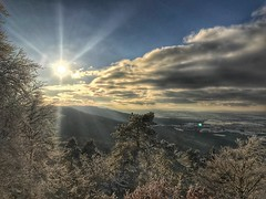 Winterlandschaft am Zeller Horn (Blende2,8) Tags: bäume wald wolken himmel sonne schnee winterlandschaft badenwürttemberg zellerhorn schwäbischalb albtrauf