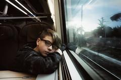 Ritratti in viaggi Bolognesi :) (Finasteride (Magro Massimiliano)) Tags: treno viaggio malinconia ritorno nikon nikoncoolpixa nikona 185 finasteride magromassimiliano bologna stazione rotaie binari finestrino vetrata luce riflesso