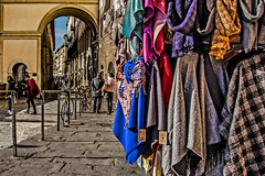 Verso Ponte Vecchio (Fabio Pratali LI) Tags: firenze toscana people ponte vecchio