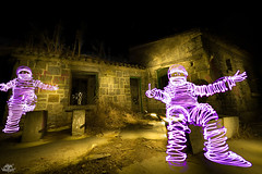 Alamin Lightmen (w/ Victor Peseta) (Athalfred DKL) Tags: lightgraff light painting lightpainting lp long exposure night larga exposición nocturna nocturnal pintar con luz children darklight dkl torch multicolor flashlight poblado abandonado el alamín abandoned village ruined madrid colaboración collabo flashes en la noche victor lightman lightmen casa del médico
