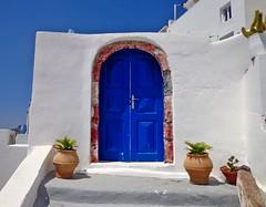 FIRA - SANTORINI - (GRECIA) (cannuccia) Tags: paesaggi santorini fira porte blu bianco facciate doors landscape grecia bestcapturesaoi 100commentgroup