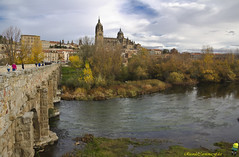 El Puente Romano, la Catedral y el vigilante municipal   -  the Roman bridge, Cathedral and the municipal watchman (ricardocarmonafdez) Tags: salamanca tormes ciudad city urbano urban urbanscape cityscape rio river otoño autumn puente bridge catedral cathedral canon color ricardocarmonafdez cielo sky clouds nubes
