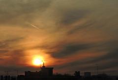 la pince de lumière (laetitiablableuse) Tags: ciel sky nuage cloud sunset coucher soleil val marne ile france banlieue suburb poetry creative vues glory lovers