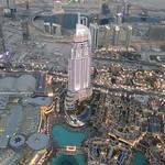 Dubai Mall vor dem Burj Khalifa
