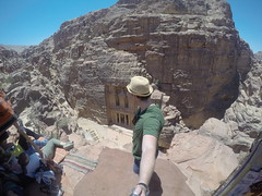 Walked a trail to The end and ended up 100 meters above the sight of Petra. Great views:)