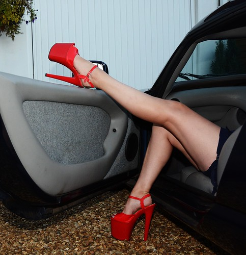 Hot milfs in heels believe
