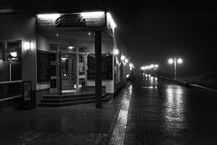 _8D11145-Bearbeitet (meistermacher) Tags: dirkfietzfotografie d800 distagon3514zf distagont1435 wangerooge monochrome bw blackandwhite blackandwhiteonly blackwhite availablelight light night streetphoto street rain