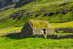 Small turf house in Í Trøðum at Sandur in Sandoy, Froe Islands (thorrisig) Tags: 182014 færeyjar hús sandey sandoy gras grjót grjóthleðsla torfbæir faroeislands thorrisig thorfinnursigurgeirsson thorri þorrisig thorfinnur þorfinnur þorri þorfinnursigurgeirsson sigurgeirsson sigurgeirssonþorfinnur dorres sandur torfbær turfhouse ítrøðum houses house