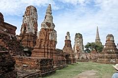 Ayutthaya - Wat Mahathat (zorro1945) Tags: watmahathat ayutthaya thailand asia chedis stupas ruins buddhisttemple buddhism wat ruinedtemple history 1374