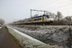 SGMm 2940 en 2121, in winters weer langs de  Batterijweg in Haarlemmerliede. 20170118_IMG_1242 (Gerard-E) Tags: dutch holland netherlands nederland sprinter ns haarlemmerliede lightrail track spoor baan railway winter ice ijs fog mist flaflip polderway polderweg halfweg zwanenburg vriezen frost coldweather koudweer