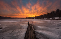 Fire in the sky (Martin Häfeli Photography) Tags: sunrise cloudy clouds burning fire sky fireinthesky jetty steg anlegesteg landungssteg bootssteg fischersteg switzerland morning earlymorning early nikon d7200 nikkor 1024mm wideangle wide angle weitwinkel feuer brennen brennder himmel brennenderhimmel morgen morgens husemer lake lakehusemer husemersee ossingen zurich canton zürich andelfingen holzsteg holz wood wooden ice sonnenaufgang sonnenlicht sonne eis gefroren frozen