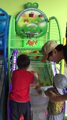 2017.1.1 兄弟倆玩投籃 (amydon531) Tags: baby boys kids brothers justin jarvis family toddler cute 兒童樂園 兒童新樂園 taipei childrens amusement park