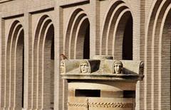 Cenotafio (beturian51) Tags: zaragoza goya cenotafio plaza pilar porches enfoque selectivo