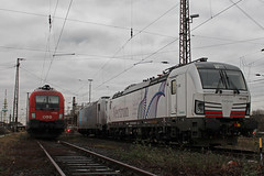 PCW 193 902 am 13.1.15 abgestellt mit RTB 185 622 und BB/ERS 1116 280 in Duisburg. (Niklas_Eimers) Tags: train siemens zug taurus duisburg lokomotive lok pcw vectron br193 20150113