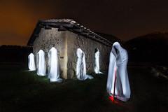 El pastor y sus feligreses (Alfredo.Ruiz) Tags: lightpainting canon noche iglesia alava fantasmas 14mm samyang eos6d atauri