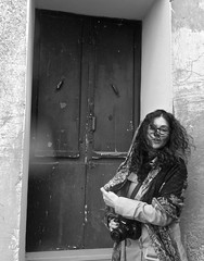 Forenza, Vicoli (Spadola Luisa) Tags: donna basilicata pioggia ragazza forenza