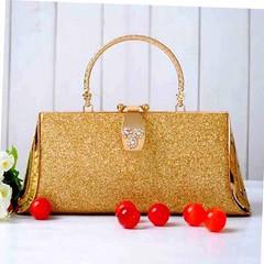 กระเป๋าคลัชออกงาน กระเป๋าถือผู้หญิงแฟชั่นเกาหลีหรูหราเข้าชุดราตรีและงานแต่ง นำเข้า สีทอง - พร้อมส่งAP2554 ราคา1500บาท เซทสีทองอร่ามแบบกระเป๋าแบรนด์ดังรูปทรงสี่เหลี่ยมคางหมูต้องกระเป๋าออกงานราตรีสไตล์คลัทช์และกระเป๋าไปงานแต่งงานสไตล์กระเป๋าถือระดับคุณนายให
