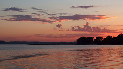Pink Sky At Night, Sailors Delight (DewCon) Tags: sunset clouds twilight dusk lakepepin