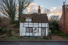 Cottage (Gary Kinsman) Tags: wendover buckinghamshire suburbs village smalltown canon5dmkii canoneos5dmarkii canon28mmf18 2016 southstreet cottage quaint english architecture chocolateboxcottage