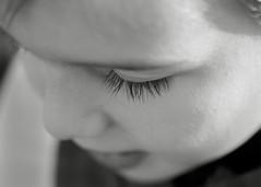 Repitiendo plano... otro niño. 193/365. (anajvan) Tags: ojo pestañas niño byn