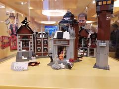 20170119_143347 (COUNTZERO1971) Tags: lego london legostore leicestersquare toys buildingblocks brickculture