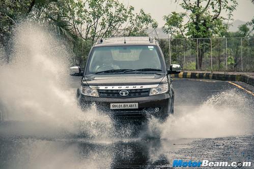2015-Tata-Safari-Storme-Facelift-10