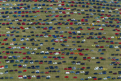 Parking, South Side Festival (Aerial Photography) Tags: auto bw lines car festival automobile meadow wiese aerial rows parallels hayfield grassland parkplatz coloured deu tut bunt luftbild parken luftaufnahme badenwrttemberg linien pkw deutschlandgermany redcars reihen roteautos neuhausenobeck parallelen 22062003 fotoklausleidorfwwwleidorfde neuhausenobecklkrtuttlinge neuhausenobecklkrtuttlingen s2p14810