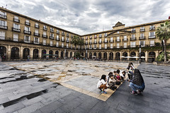 Outdoor class -20150622_7735 (Jack Vainer) Tags: plaza square spain streetphotography bilbao basquecountry travelphotography