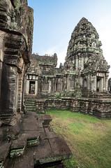 Angkor complex : Banteay Samre #8 (foto_morgana) Tags: sculpture architecture temple asia cambodia siemreap angkor hinduism carvings historicalsite banteaysamre travelexperience