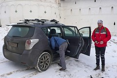 У стен монастыря можно оставить автомобиль. Что мы и сделали.