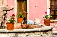 Guanajuato (Jaqueline Ruiz) Tags: travel mexico kid fuente guanajuato traveling nio jackphos jaqueliner