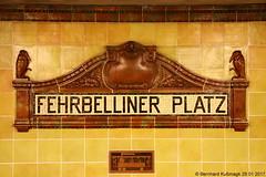 Europa, Deutschland, Berlin, Wilmersdorf, U-Bahnhof Fehrbelliner Platz, U-Bahn-Linie U3 (Bernhard Kußmagk) Tags: europa deutschland berlin wilmersdorf fehrbellinerplatz europe duitsland γερμανία njemačka 德国 tyskland גרמניה jerman germania германия 독일 germany allemagne vācija vokietija niemcy alemanha nemačka nemecko nemčija alemania ஜெர்மனி ประเทศเยอรมนี almanya německo німеччина ألمانيا जर्मनी saksa გერმანია ドイツ almaniya գերմանիա bernhardkusmagk bernhardkussmagk kusmagk bvg kleinprofil stromschiene thirdrail normalspur 1435mm regelspur vollspur standardgauge voienormale kolejnormalnotorowa bitolapadrão normalspor normaalspoor европейскаяколея normalspår u3 ubahn subte subway underground metro métro metró földalattivasút untergrundbahn undergrundsbane μετρό ちかてつ 지하철 地下鉄 метро tunnelbane tunnelbana