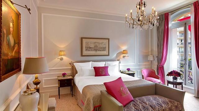 パリの高級ホテル:プラザ アテネ