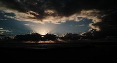 ATARDECER (ameliapardo) Tags: atardeceres cielo nubes azul mar naturaleza rayosdesol portugal