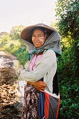 Sheperd (pacco_racco) Tags: color film sheperd woman countryside kodakporta400 leicam6 leicasummicron35mmf20asph bagan myanmar