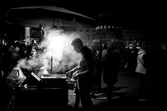 Something very Portuguese (Hendrik Lohmann) Tags: street streetphotography strassenfotografie strase nightshot nikon df portugal lisboa lissabon hendriklohmann