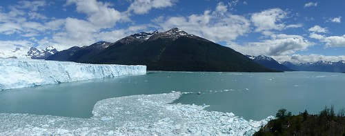 Right (north) side of the glacier and excursion boat on Argentino lake for size comparison