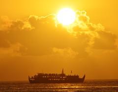 Sunset Dinner Cruise Spectacular (mmdurango) Tags: waikiki sunsets honolulu waikikisunset