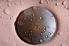 Gouttes dans le lavabo_0139_01 (lucbarre) Tags: eau goutte gouttes lavabo syphon chrome reflet fuite fuites