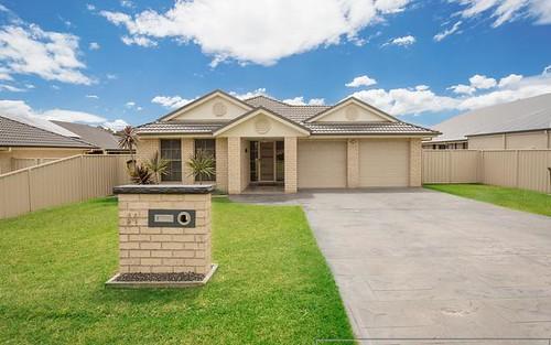 14 Centre Street, Greta NSW 2334