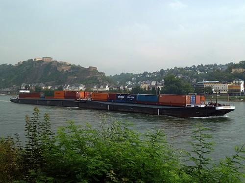Containerschubverband Bergwärts bei Koblenz