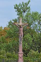 2012.09.03.061 RIBEAUVILLE (alainmichot93 (Bonjour à tous - Hello everyone)) Tags: 2012 france alsace hautrhin ribeauville architecture calvaire croix arbre verdure