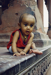 Baby at Red Fort (Dey) Tags: baby india delhi redfort delhiblog