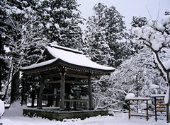 Temple at Haraizumi (jasohill) Tags: 2005 winter 15fav snow japan temple japanese bell religion best iwate backgrounds  tori a70 canona70  tohoku hiraizumi touhoku chusonji japantimes   views400