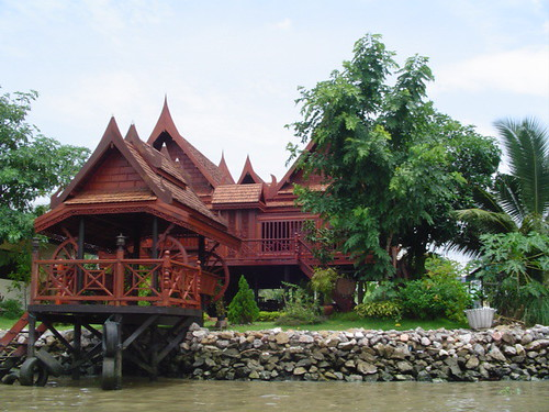 Traditional Thai-style house on a canal in Bangkok. Photo: TheLawleys / Flickr Creative Commons