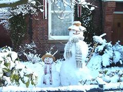 Snow people (Yolima) Tags: 2005 snow sneeuwpoppen