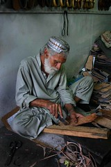 Pakistan: Karachi (babasteve) Tags: pakistan man work muslim mirrorsofsociety karachi cobbler shoemaker babasteve top2517 itsong–canoneos300d itsonginvite itsong–mirrors–middleeast steveevans