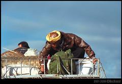 ON THE ROAD TO MANDALAY (bocavermelha-l.b.) Tags: travel fotolog myanmar itsongselection1 mirrorsofsociety itsong–nikonf4 itsong–mirrors–southeastasia itsong–men–atwork–southeastasia mirrors–menatwork inburma ontheroadtomandalay shootingwithnikonf4