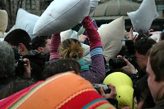 PillowFight NYC: Carpeicthus In The Wild (LarimdaME) Tags: nyc afternoon saturday unionsquare pillowfight carpeicthus newmindspace pillowfightnyc nycpillowfight iamstillcoveredindown carpeicthusdrinkinggame flickr:user=carpeicthus